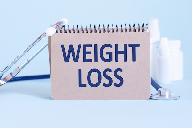 Perte de poids - diagnostic écrit sur une feuille de papier blanc. traitement et prévention des maladies. concept médical. mise au point sélective