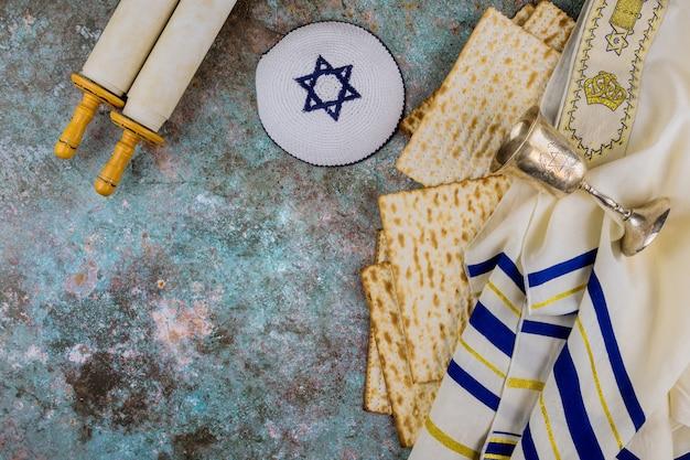 Pessah pessa'h célébrant les symboles de la grande fête de la famille juive traditionnelle de la matsa
