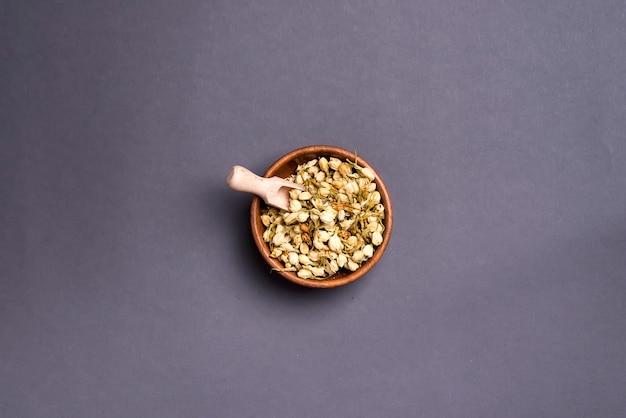 Pétales de mimosa séchés: pour le thé, les médecines douces, le pot-pourri.