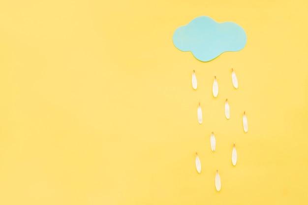 Pétales de pluie sur fond jaune