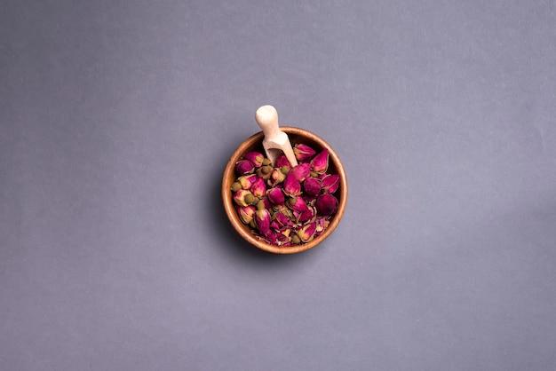 Pétales de roses séchées: pour le thé, les médecines douces, le pot-pourri.
