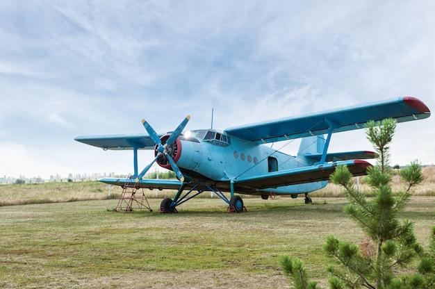 Petit avion. gros plan de l'hélice