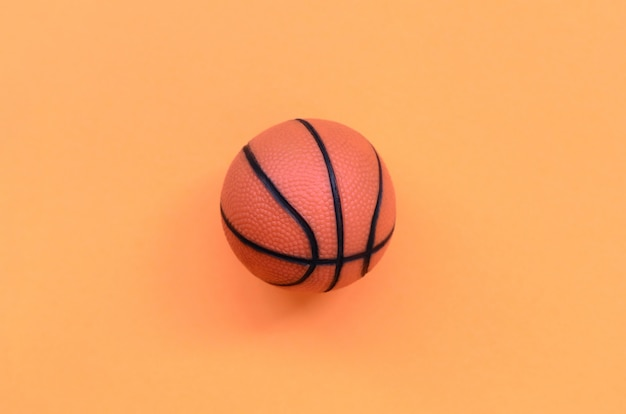 Petit ballon orange pour fond de basket