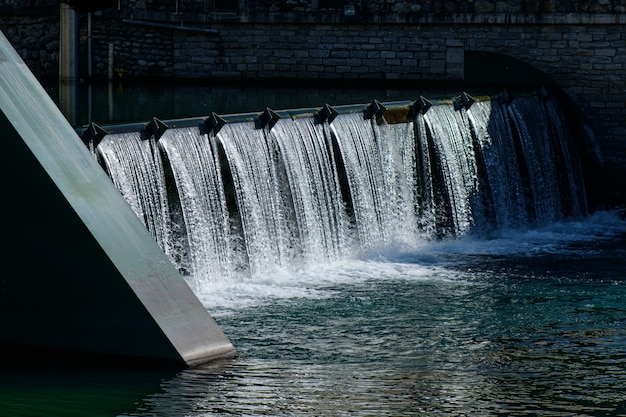 Petit barrage dans un pays du nord de l'italie