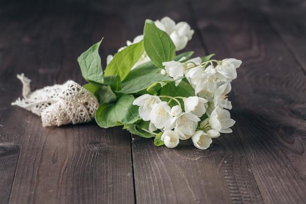 Petit bouquet de fleurs blanches
