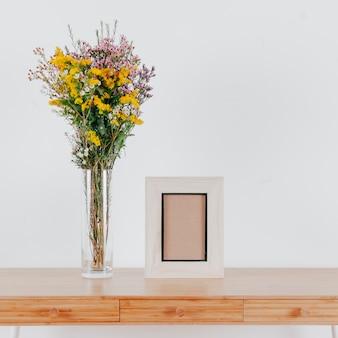 Petit cadre près du bouquet