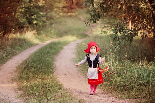 Le petit chaperon rouge dans les bois