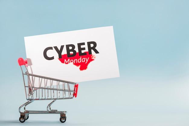 Petit chariot de supermarché avec grande étiquette
