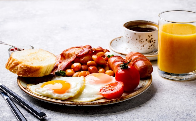 Petit déjeuner anglais traditionnel