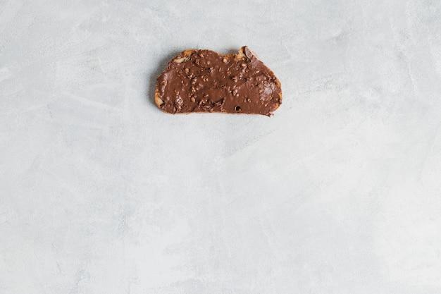 Petit déjeuner avec beurre de cacao
