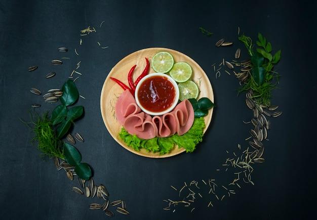 Petit-déjeuner avec bologne, image de filtre vintage