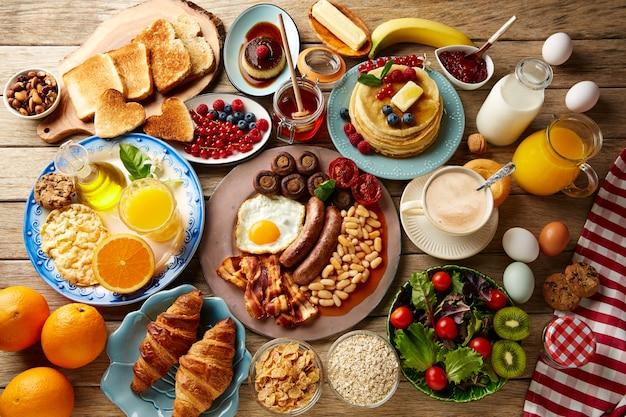Petit-déjeuner buffet complet continental et anglais