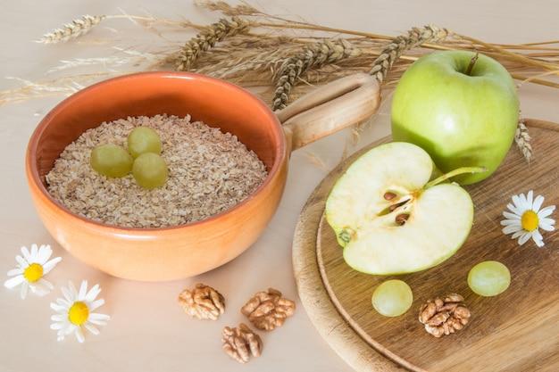 Petit-déjeuner de céréales aux pommes vertes