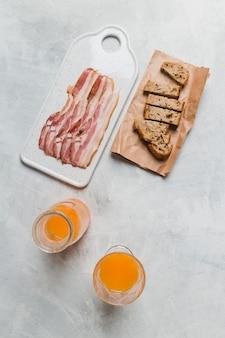 Petit déjeuner avec du bacon