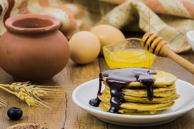 Petit déjeuner avec du miel