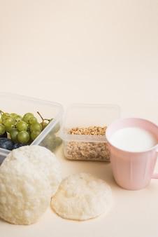 Petit déjeuner emballé pour l'école.