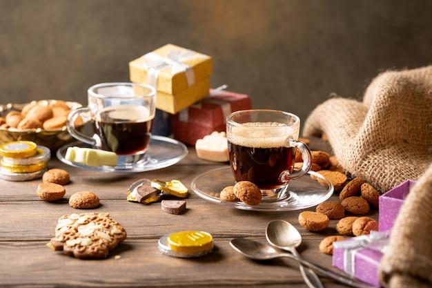 Petit-déjeuner festif des fêtes néerlandaises à sinterklaas