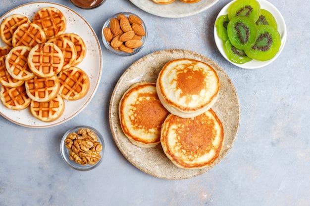 Petit-déjeuner glucidique, crêpes, crêpes, gaufrettes.