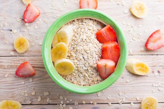 Petit déjeuner (oast, fraise, banane et lait végétal)