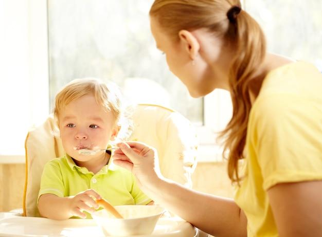 Petit-déjeuner pour les enfants.