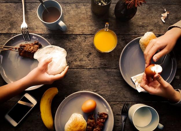 Petit déjeuner repas repas plat concept