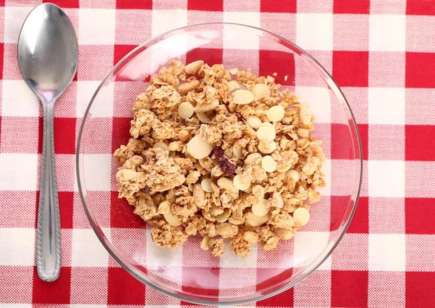 Petit-déjeuner sain avec des céréales