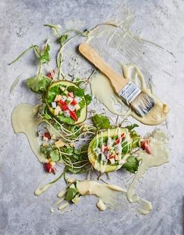 Petit déjeuner sain avec salade de fruits.