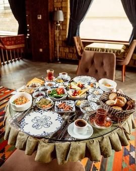 Petit déjeuner sur la table