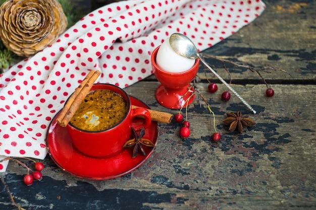 Petit déjeuner traditionnel dans un style rustique