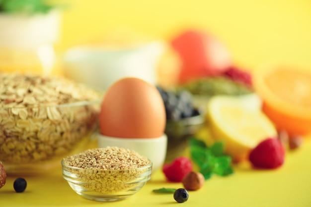 Petit déjeuner végétalien. régime alimentaire sain