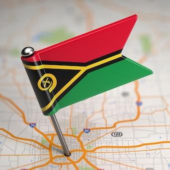 Petit drapeau république de vanuatu sur un fond de carte avec mise au point sélective.
