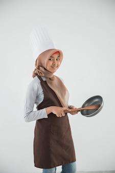 Petit enfant adore cuisiner