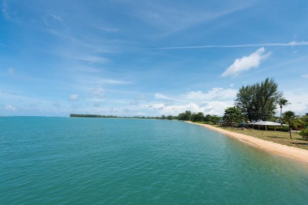Petit estuaire à la mer de phuket