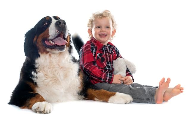 Petit garçon et chien
