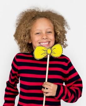 Petit garçon, sourire, bonheur, noeud papillon, portrait, studio