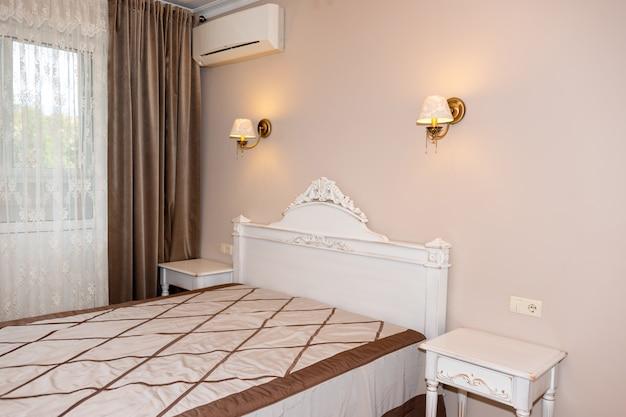 Petit intérieur de chambre moderne. couleurs pastel, design d'intérieur.