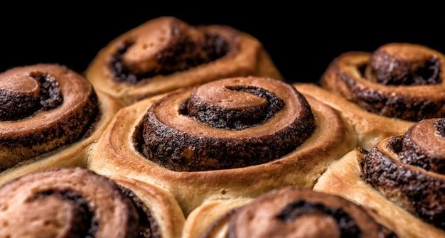 Petit pain sur fond noir