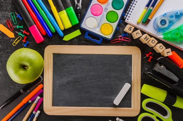 Petit tableau en accord avec les fournitures scolaires