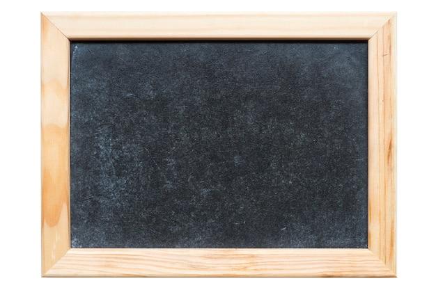Petit tableau noir propre disposé dans un cadre en bois clair