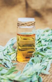 Petite bouteille d'huile essentielle d'absinthe (teinture, infusion, extrait)