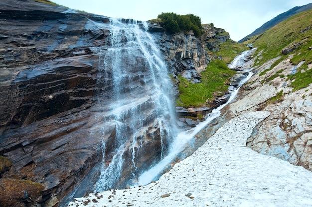 Petite cascade près de grossglockner high alpine road