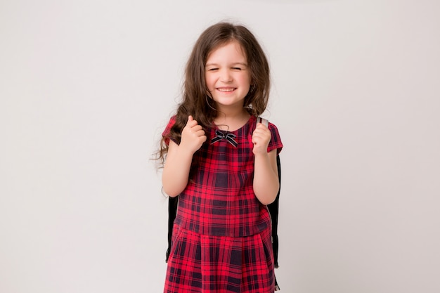 Petite écolière souriante