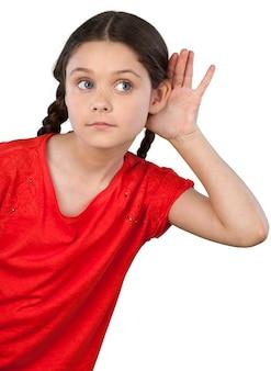 Petite étudiante essayant d'écouter