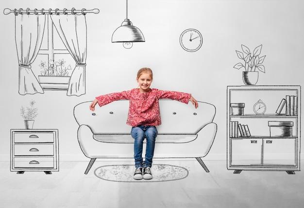 Petite fille assise sur un canapé à l'intérieur de la salle monochromatique