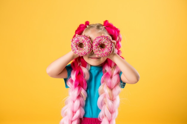Petite fille, à, beignets