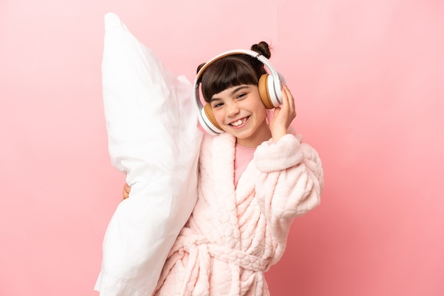 Petite fille caucasienne isolée