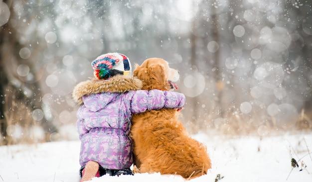 Petite fille avec chien