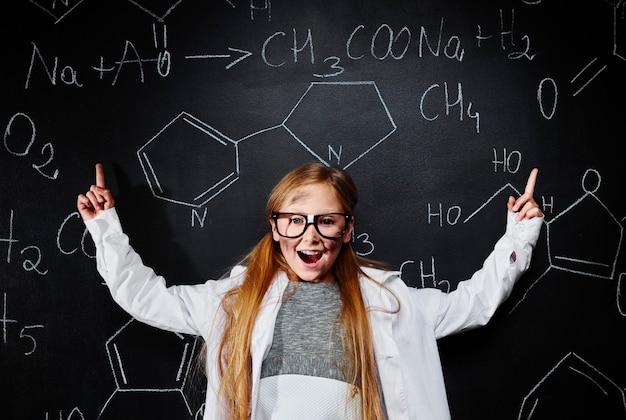 Petite fille découvre une solution scientifique