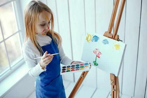 Petite fille dessin