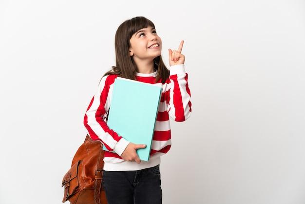 Petite fille étudiante isolée sur fond blanc pointant vers le haut une excellente idée